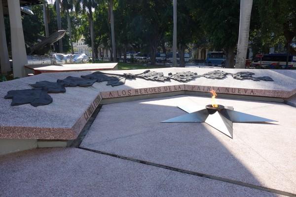 Den eviga elden utanför Museo de la Revolución, Habana Vieja, Havanna.