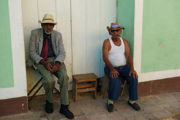Två äldre kubanska herrar som verkade ha stor vana av turister, centrala Trinidad.