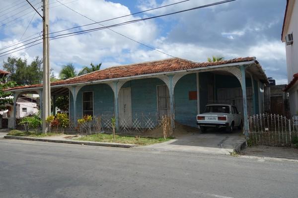 Gammalt fint trähus längs Calle 35, Punta Gorda, Cienfuegos.