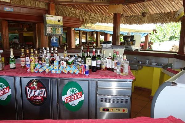 Det fanns mycket att välja på i baren, Mural de la Prehistoria, Valle de Viñales.