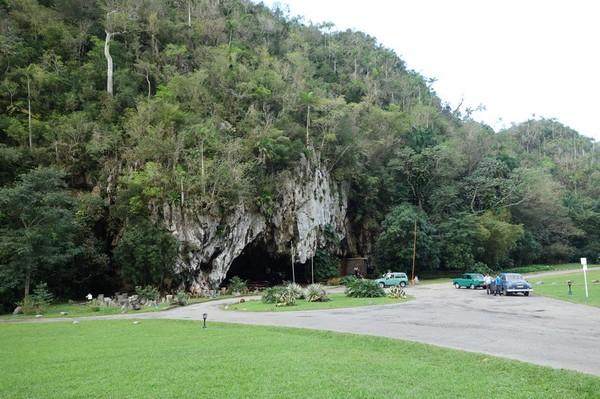 Diskotek/nattklubb Cueva de San Miguel ligger i denna grotta, Valle de San Vicente.