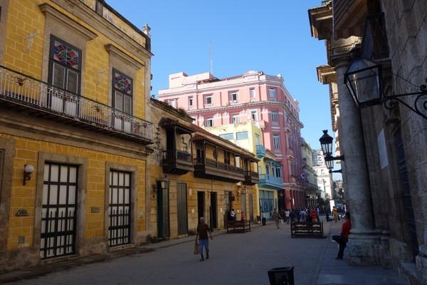Enastående vacker arkitektur vid Plaza de Armas, Habana Vieja, Havanna.