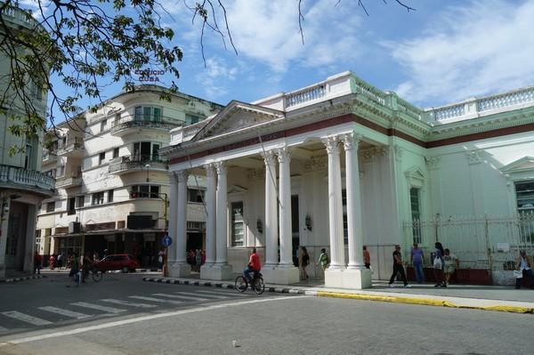 Banco de Crédito y Comercio vid Parque Vidal, Santa Clara.