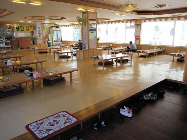 På väg in i min favoritrestaurang här i Sokcho.