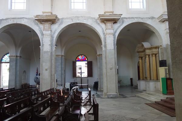 Inne i Catedral de la Purísima Concepción daterad 1869 vid Parque José Martí, Cienfuegos.