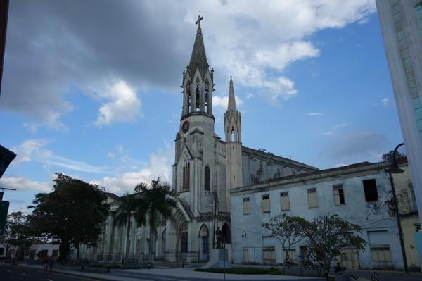 Kyrkan Iglesia de Nuestra Corazón de Sagrado Jesús vid Parque Marti i centrala Camagüey.