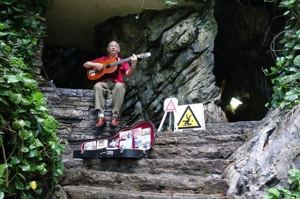 Vid grottan Cueva del Indio ca 6 km norr om Viñales, Valle de San Vicente.