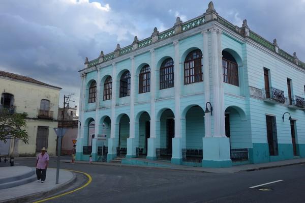 Fin arkitektur vid Parque Marti i centrala Camagüey.