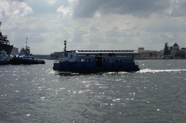 Färjan som trafikerar linjen Habana Vieja-Regla, Havanna.