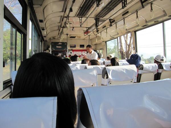 På bussen längs Zambaleskusten.