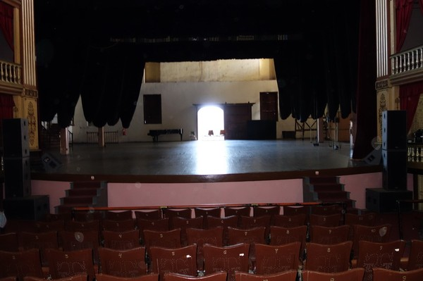 Inne i Teatro Tomás Terry vid Parque José Martí, Cienfuegos.