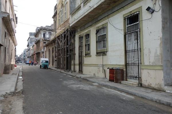 Sidogata till Malecon, Havanna.
