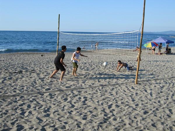 Volleyboll i väntan på större vågor, San Juan.