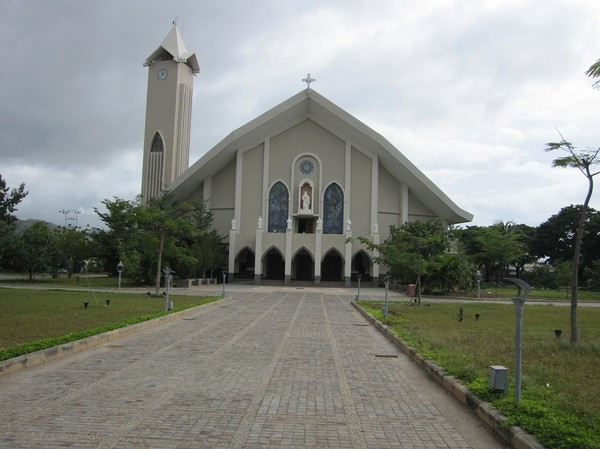 The Immaculate Conception Cathedral, Dili. Man kan säga att detta är huvudkyrkan för den romersk-katolska kyrkan i Timor-Leste.