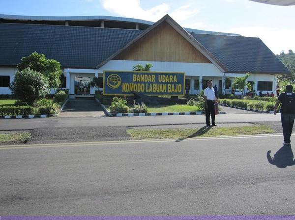 Direkt efter landning på Komodo airport, Labuan Bajo.