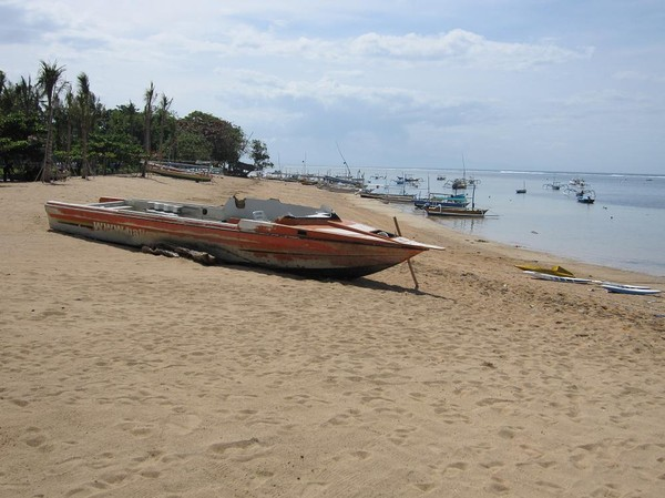Södra delen av  Sanur beach, Bali.