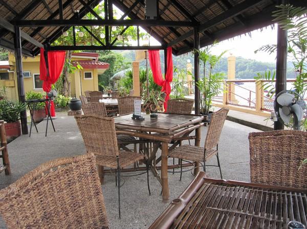 Detta är restaurangen på mitt hotell, Playa Papagayo Beach Inn. Här käkar jag frukost en del mornar, Barrio Barretto.