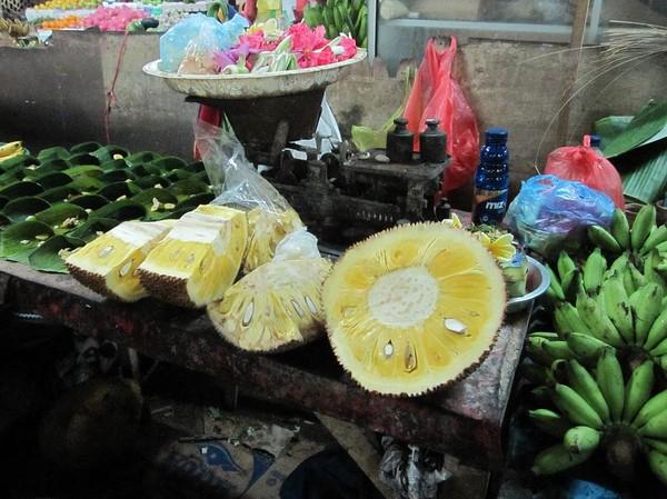 Marknaden Pasar Badung i centrala Denpasar, Bali.