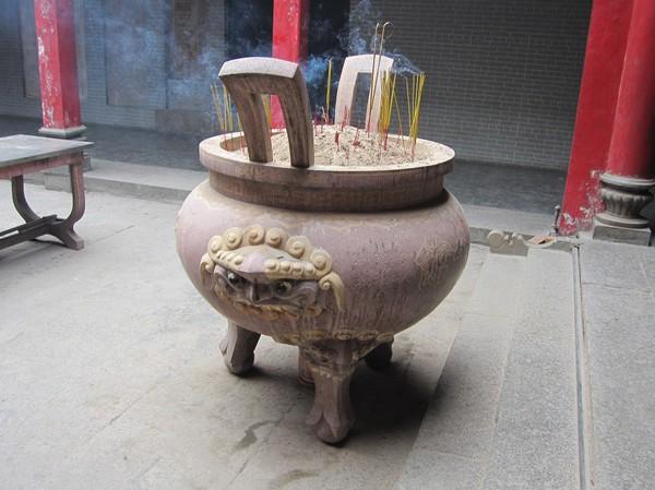 Inuti Thien Hau pagoda, Cholon.