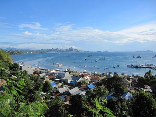 Utsikt över Labuan Bajo från mitt rum på Gardena Hotel.