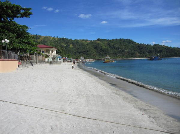 Stranden utanför mitt hotell i Barrio Barretto. Den duger, men är inte i närheten av stränderna i Visayas.