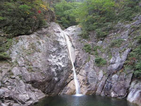 Inte alltför spektakulärt vattenfall. Naturen på väg hit var dock fantastisk fin.