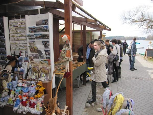 Souvenirförsäljning vid sjön, på väg till slottet, Trakai.