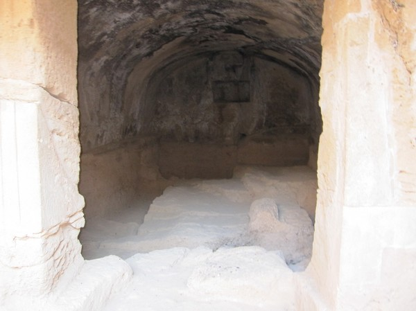 Nere i en av gravarna, Tombs of the kings, Pafos.