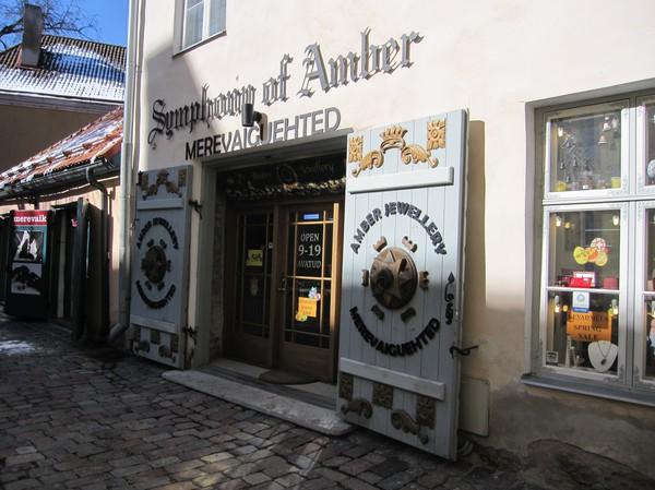 Bärnsten är stort här, Toompea (domberget), gamla staden i Tallinn.