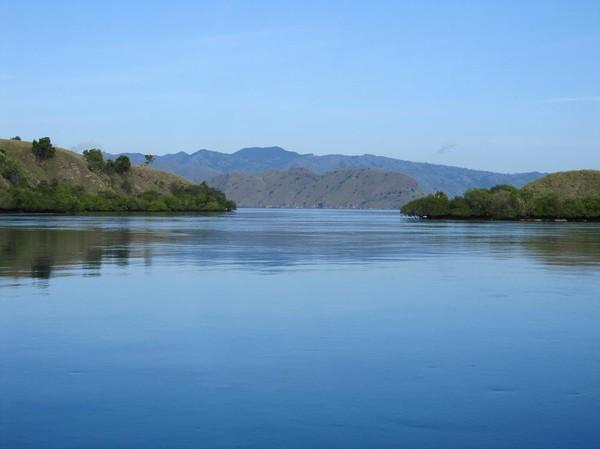 Spektakulära Komodo island inom räckhåll.