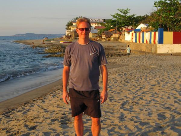 Stefan på stranden i San Juan. Lycklig över att äntligen vara framme!