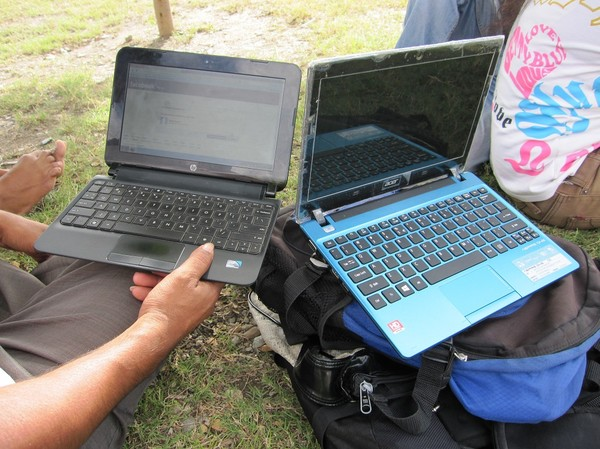Laptops som ungdomarna fick inpå den utbildning de betalat för, centrala Dili.