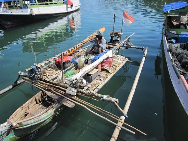 Fisk på tork i hamnen i Loh Buaya på Rinca island.