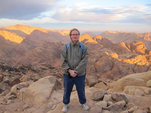 Stefan, på toppen av Monut Sinai. Rätt så ordentligt nedkyld, hungrig och trött. Men lycklig.