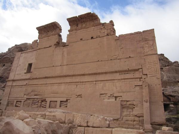 Qasr al-Bint, Petra. Man tror att detta var den antika stadens huvudtempel.