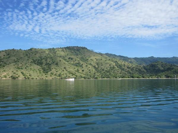 Vi börjar närma oss Loh Liang på Komodo island.