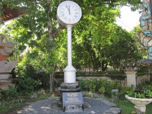 Klocka som är ett arv från den Holländska kolonialtiden i centrala Denpasar, Bali.