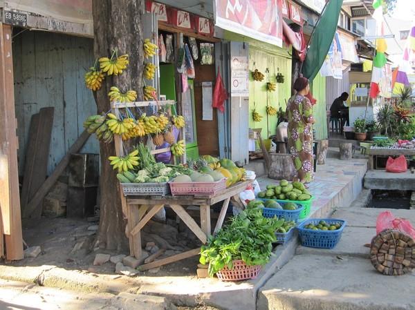 Frukt till försäljning i centrala Labuan Bajo, Flores.
