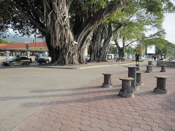 Promenaden vid vattnet, centrala Dili.