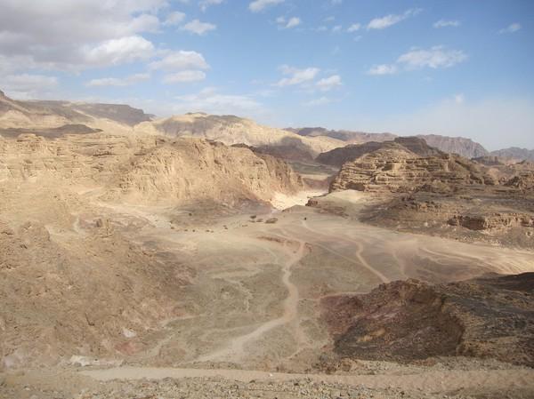 Utsikt över bergen och dalarna, på safarit till Coloured Canyon, Sinai.