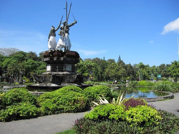 Parken i centrala Denpasar vid Bali museum, Bali.