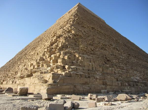 Chephren pyramiden sedd från ena hörnet.
