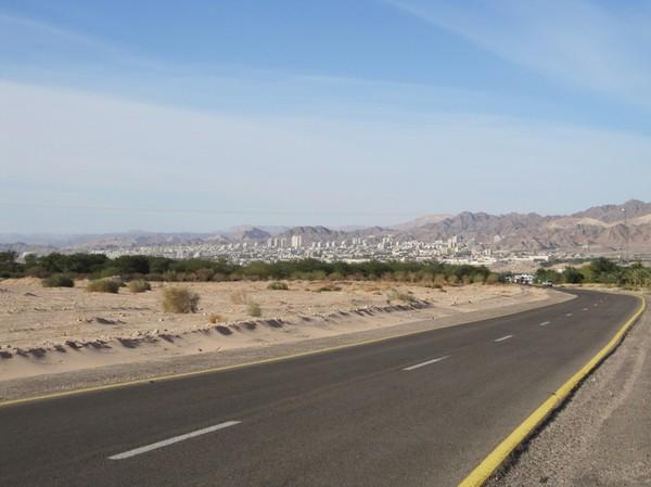 Eilat sett ifrån motorvägen i Jordanien.