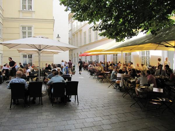 Cafélivet i Wien.