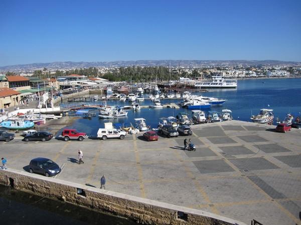 Vy över hamnen i Pafos från Pafos castle, Cypern.