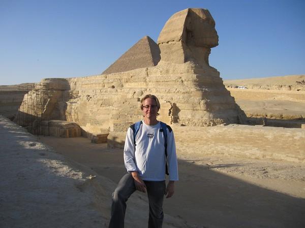 Stefan framför Sphinxen.