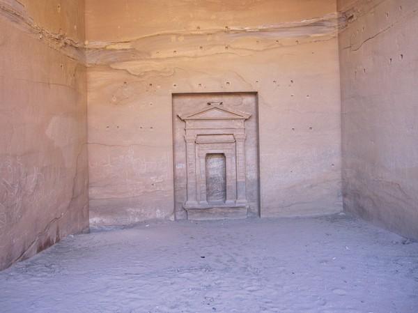 Inne i Ad-Deir (Monastery), Petra.