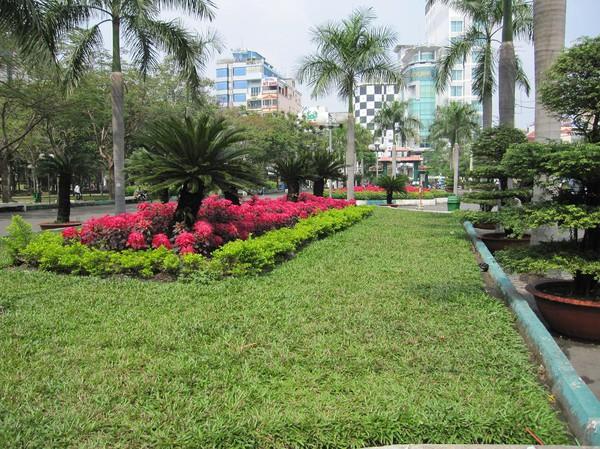 Parken bredvid backpackerområdet Pham Ngu Lao, Saigon.