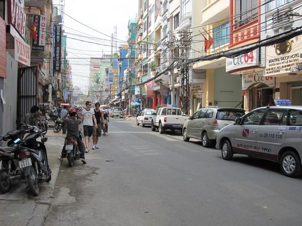 Gatuscen i backpackerområdet Pham Ngu Lao, Saigon.