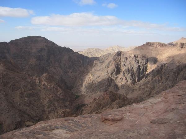 Utsikt från toppen av berget ovanför Ad-Deir (Monastery), Petra.